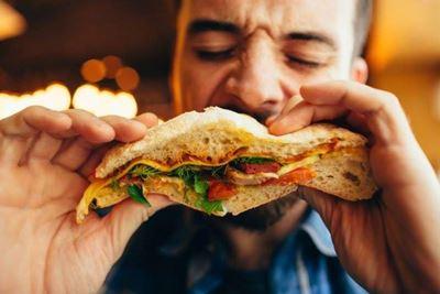 5 Kebiasaan Buruk Saat Berpuasa yang Tak Baik bagi Kesehatan