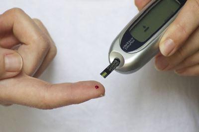 Tips Agar Kadar Gula Darah Tetap Terkendali Saat Puasa
