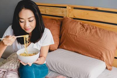 Efek Makan Mie saat Sahur untuk Penderita Maag