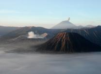 East Java's active volcanoes mounts Bromo and Semeru (Thomas Hirsch/CC BY-SA 3.0)