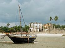 A fishing boat at Bagamoyo (Dreamstime)