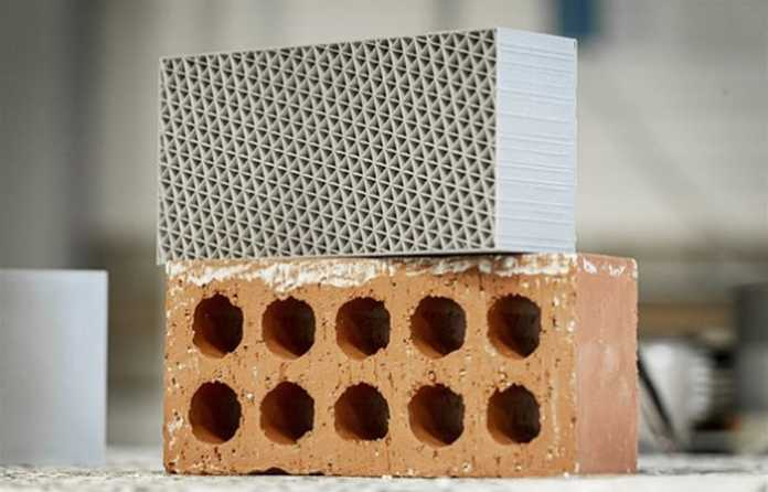 The new brick compared to a traditional brick (Image: De Montfort University)