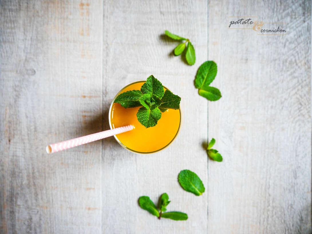 Smoothie ananas, mangue et citron vert