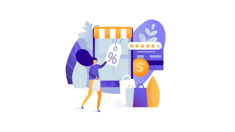 mulher tirando uma etiqueta de um smartphone que é uma loja virtual