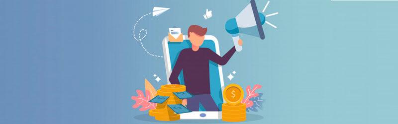 Homem em frente a um smartphone com um megafone em sua mão e dinheiro ao seu lado