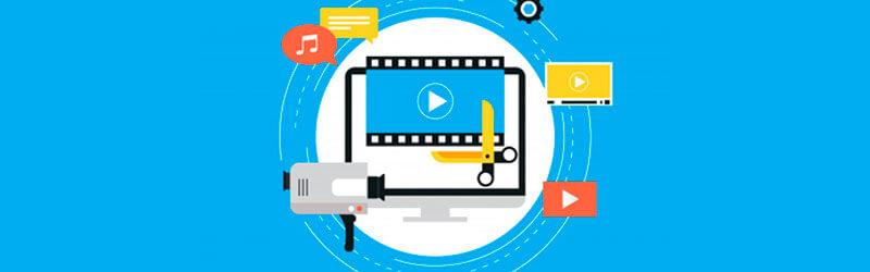 Monitor de computador acompanhado de diversos elementos de edição como tesoura, filme câmera e telas