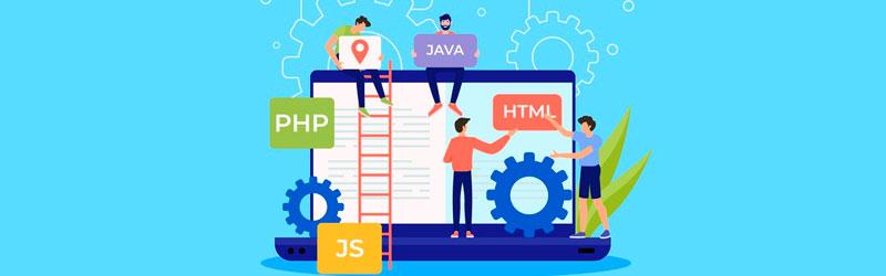 equipe programando um aplicativo em diversas linguagens de programação