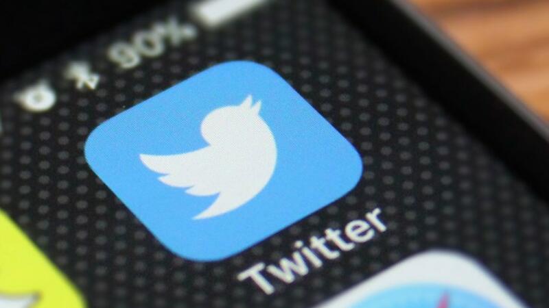 Foto da Tela de um celular com o ícone do aplicativo do Twitter