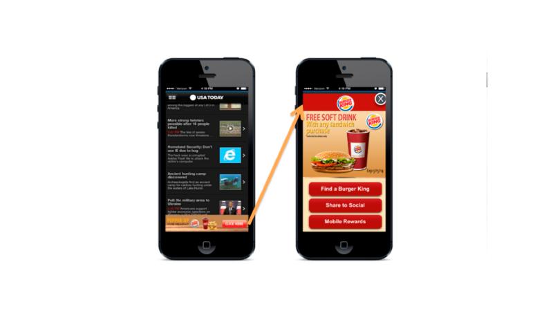 Dispositivo móvel exibindo um anúncio menor e depois um anúncio de tela cheia