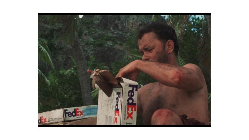 Cena final do filme Náufrago onde o personagem abre uma encomenda da FedEx.