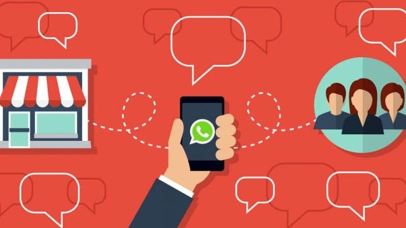 Ilustração de uma loja se conectando a um celular com o símbolo do WhatsApp e se conectando aos clientes.