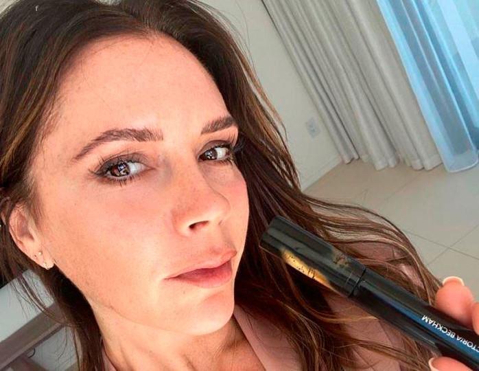 «Фотография из прошлого»: Виктория Бекхэм порадовала подписчиков снимком без макияжа