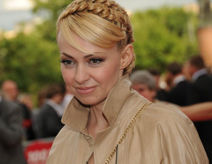 Family look: Рудковская и Плющенко облачились в одинаковые худи от Louis Vuitton