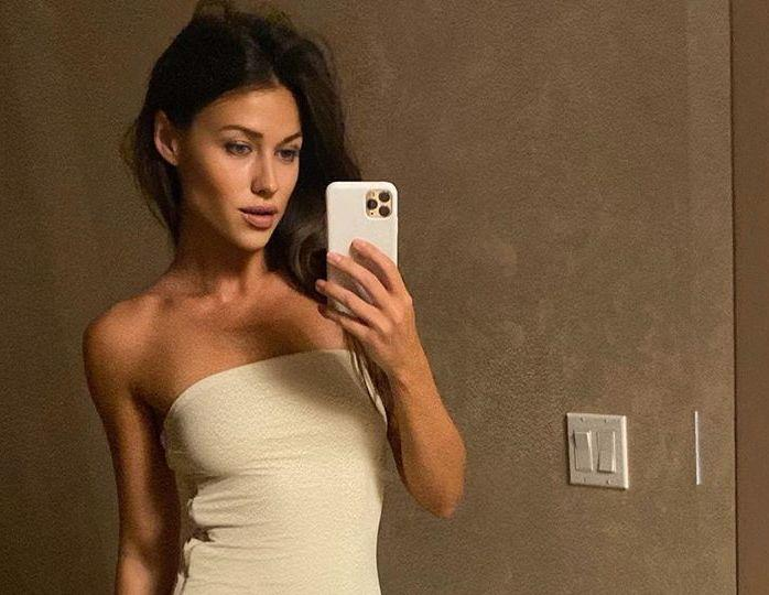 «Почти как Шейк»: жена Евгения Малкина похвасталась идеальным прессом и точеной талией