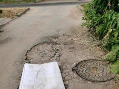 Рязанцы «отремонтировали» яму на улице Рыбацкой матрасом