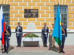 На здании музея ВДВ открыли мемориальную доску полковнику Владмиру Инюцыну