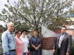 Возложение цветов на могилу военных летчиков, погибших в годы Великой Отечественной войны под Сапожком