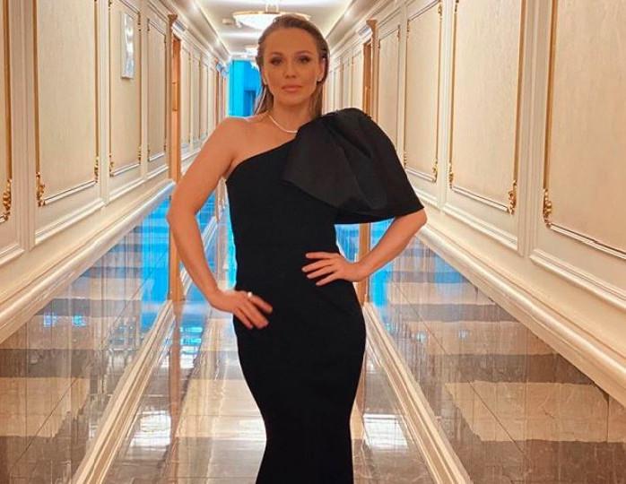 «Чтоб за душу взяла»: Альбина Джанабаева решила слушать шансон