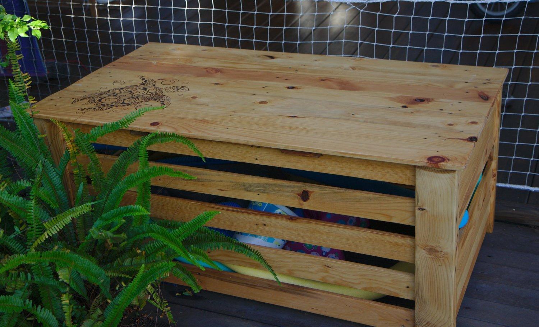 Piscine En Palette De Bois coffre à piscine en bois de palette - copain des copeaux