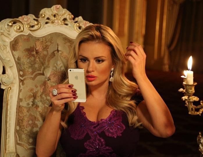 Анна Семенович планирует провести прямой эфир со своими подписчиками