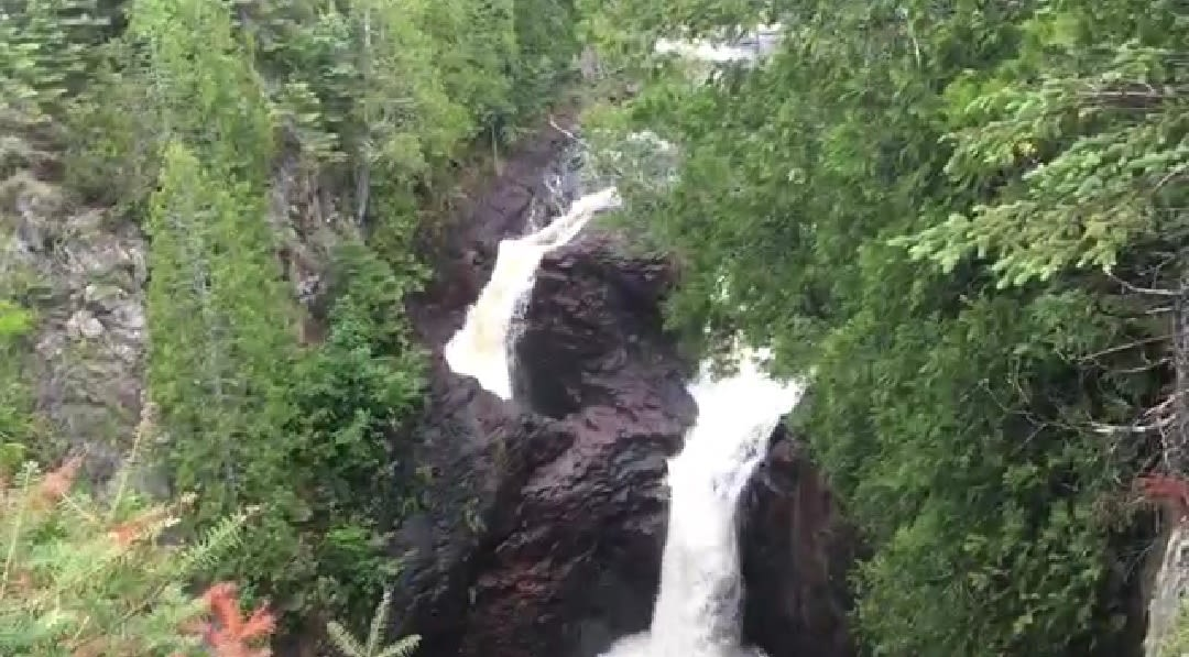 Davils Kettle fall unreal places in the world