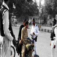 Karachi Traffic Police Campaign Against Wrong side Driving / Riding