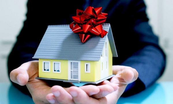 Какие документы нужны для оформления дарственной на дом и землю в Москве