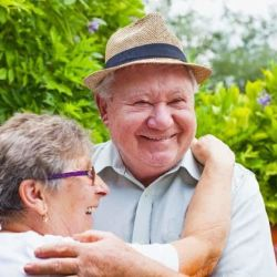 10 awe-inspiring stories from bloggers who live with dementia: happy couple