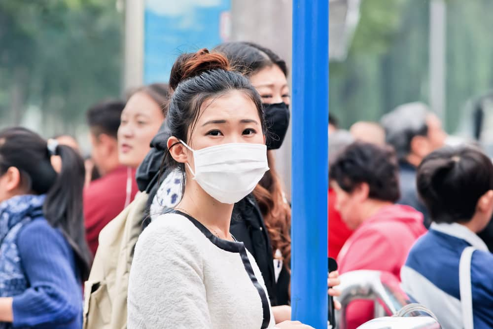 Top 5 injuries to avoid on holiday: Woman wearing mask china
