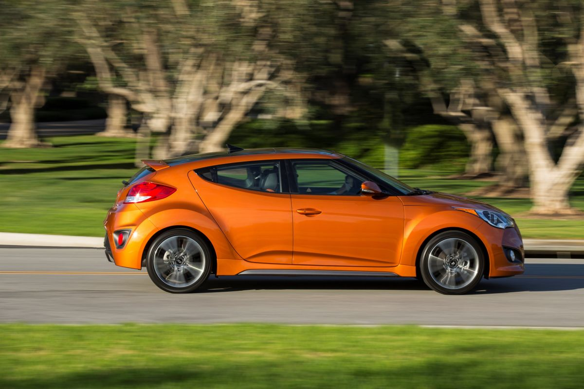 2017 Hyundai Veloster Turbo Vs 2017 Honda Civic Si Sedan Competition