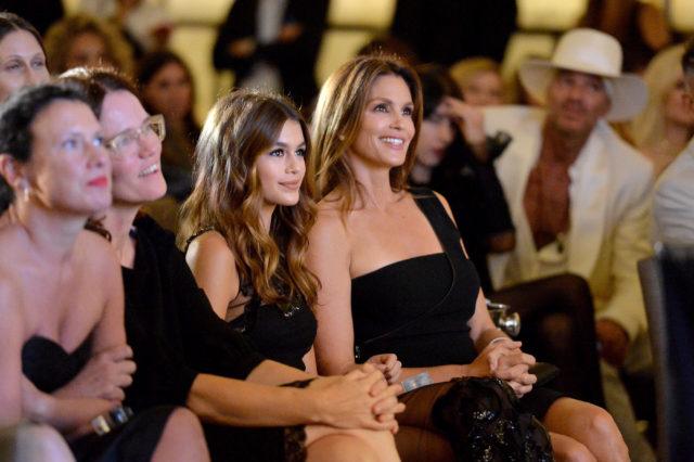 Кровь не вода: как Синди Кроуфорд, Анджелина Джоли и другие звёздные родители выглядели в возрасте своих детей?