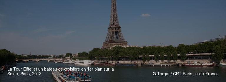 La Tour Eiffel et un bateau de croisière en 1er plan sur la Seine, Paris, 2013 G.Targat / CRT Paris Ile-de-France