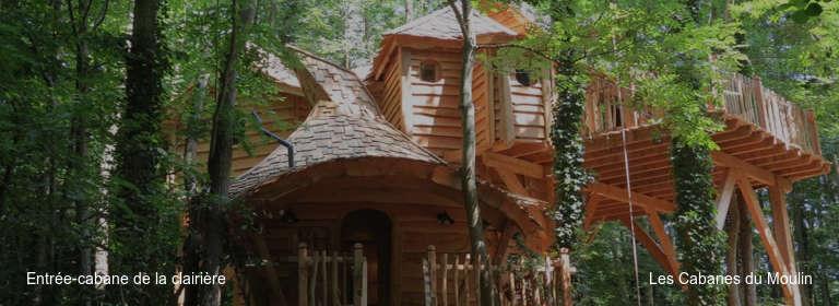 Entrée-cabane de la clairière Les Cabanes du Moulin