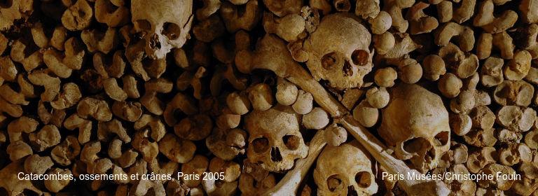 Catacombes, ossements et crânes, Paris 2005 Paris Musées/Christophe Fouin