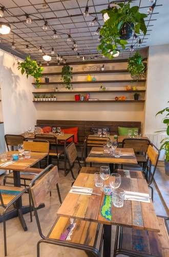 Entrée du restaurant%252C plafond végétal Positive Café