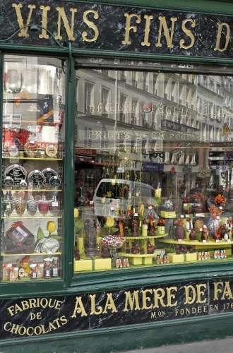 Boutique A la Mère de Famille%252C la plus ancienne chocolaterie de Paris A La Mère de Famille