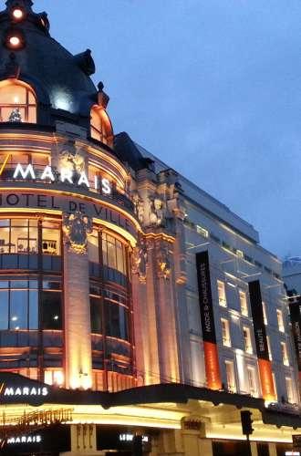 Façade du BHV%252C Bazar de l&%2523039;Hôtel de Ville%252C Le Marais%252Céclairée de nuit%252C Paris BHV