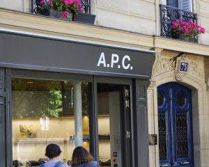 Devanture boutique APC, Paris Jarry-Tripelon / CRT Paris Ile-de-France