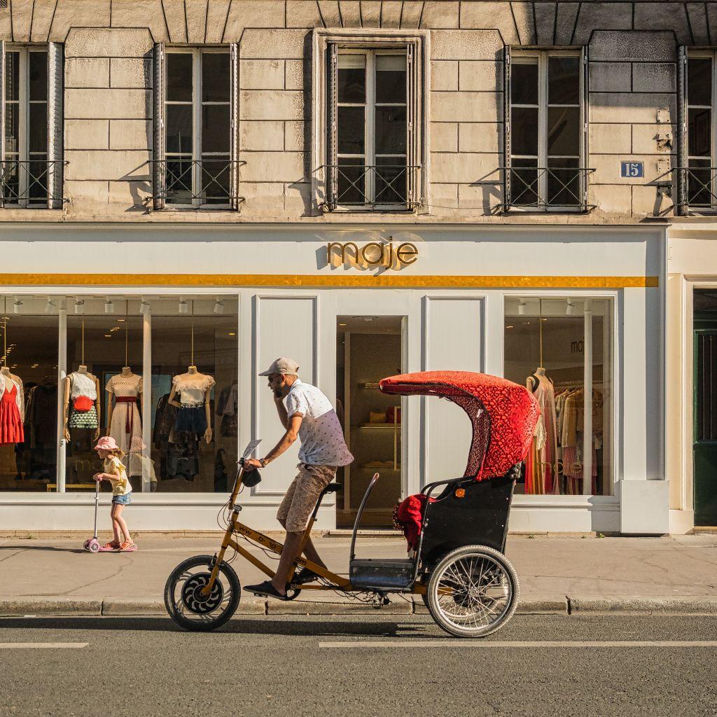 Visite en pousse dans le quartier Saint-Germain%252C devanture de la boutique Maje. Visite en pousse dans le quartier Saint-Germain%252C devanture de la boutique Maje.
