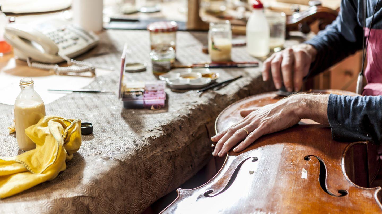 L'atelier de Yann Poret%252C maître luthier Nicolas Scordia