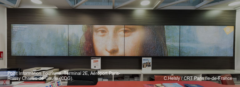 Point Information Tourisme, Terminal 2E, Aéroport Paris-Roissy Charles‑de‑Gaulle (CDG). C.Helsly / CRT Paris Ile-de-France