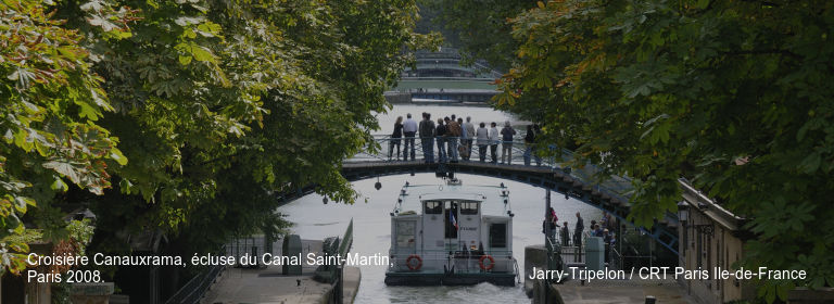 Croisière Canauxrama, écluse du Canal Saint-Martin, Paris 2008. Jarry-Tripelon / CRT Paris Ile-de-France