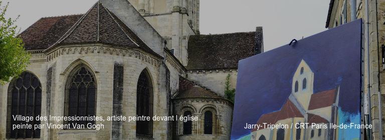 Village des Impressionnistes, artiste peintre devant l église peinte par Vincent Van Gogh Jarry-Tripelon / CRT Paris Ile-de-France