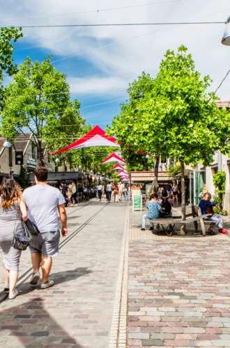 Visiteurs à Bercy Village%252C Paris 2017. Capelle Tourn %252F Ooshot %252F CRT Paris Ile-de-France