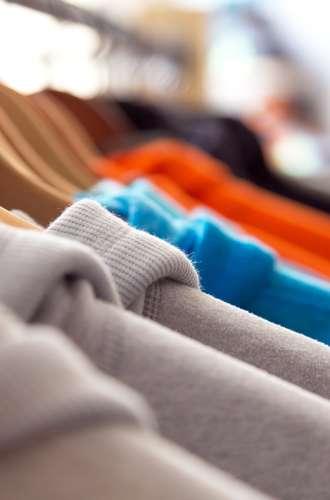 Shopping vêtements de sport. alexbrylovhk - stock adobe