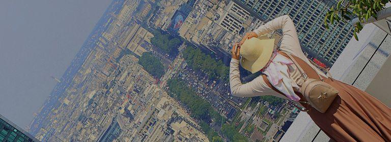Vue sur l'Arc de Triomphe depuis l'Arche de la Défense. Maisant - Hemis - CRT Paris Ile-de-France