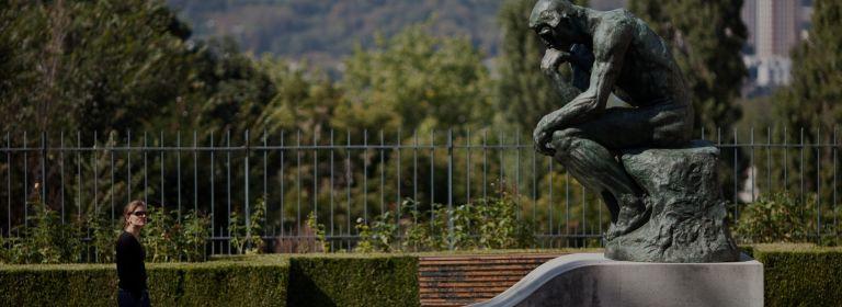 Musée Rodin Meudon. Le Penseur sur la tombe de Rodin. Musée Rodin/J. de Calan