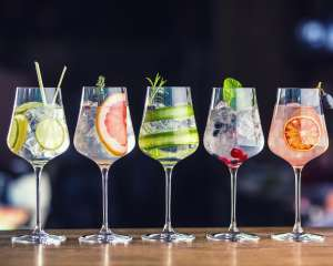 Bar à cocktails Weyo/Abobe Stock