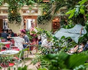 Terrasse du restaurant de l'Hôtel Amour, Paris 2017. Van Biesen / Ooshot / CRT Paris Ile-de-France