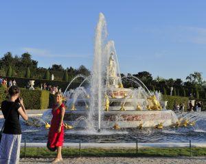 Domaine de Versailles, les jardins, Bassin et Parterre de Latone pendant les Grandes Eaux Musicales.